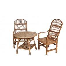 Набор стульев с подлокотниками и стол